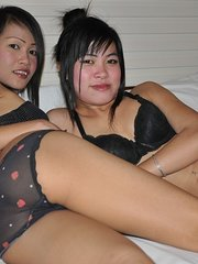 asian girl show her pussy